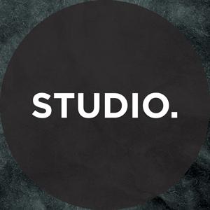 Studio Vertical